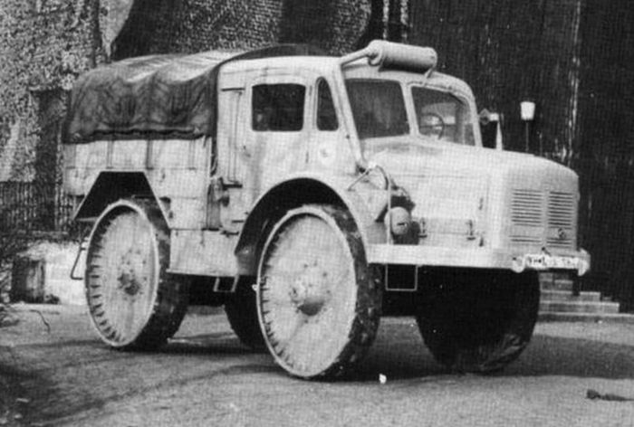 Skoda Radschlepper Ost Porsche Typ 175. Looks like fun.