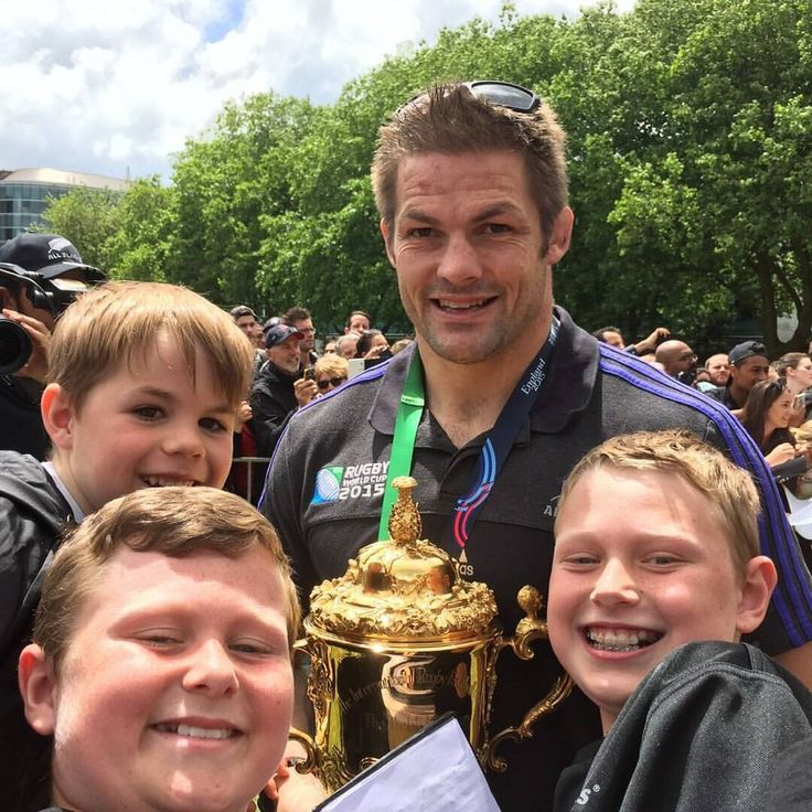 Richie McCaw shares a moment with three very happy All Blacks supporters. #TeamAllblacks