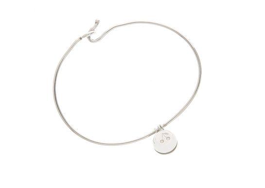 Le bracelet grelot enfants d'Aurélie Bidermann pour Bonpoint http://www.vogue.fr/joaillerie/le-bijou-du-jour/diaporama/le-bracelet-grelot-enfants-d-aurelie-bidermann-pour-bonpoint/20606