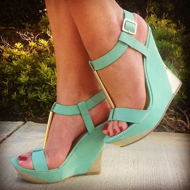 so pretty! love the colour.....perfect for spring and summer!