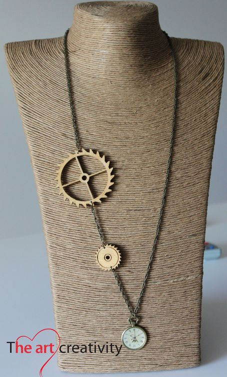 Collana con ingranaggi in legno e orologio. #legno #ingranaggi #orologio #collana #handmade