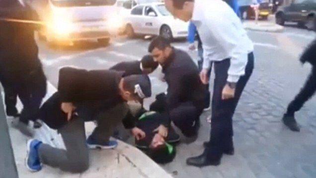 Jerusalem Mayor Nir Barkat wrestles to ground Palestinian suspected of stabbing Jewish man  Read more: http://www.bellenews.com/2015/02/23/world/middle-east-news/jerusalem-mayor-nir-barkat-wrestles-ground-palestinian-suspected-stabbing-jewish-man/#ixzz3Sabyny6k Follow us: @bellenews on Twitter   bellenewscom on Facebook