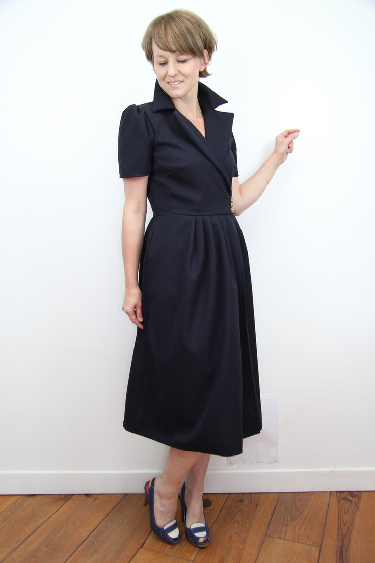 Robe portefeuille mi- longue avec poches et manches bouffantes : Robe par dagmara-joly