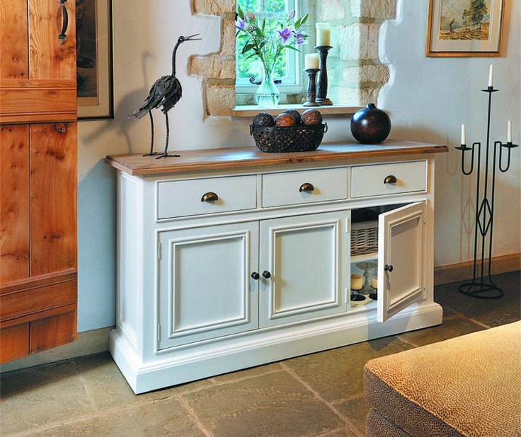 Painted pine furniture, such as this beautiful white sideboard, never go out of fashion – and it's not hard to see why! Open up one of the 3 cupboard doors and you'll find a large storage space with handy adjustable shelves.