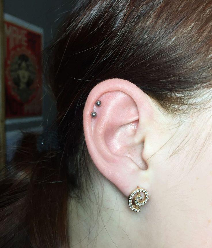 Double Helix piercings for Angelina (titanium labret, cartilage jewelry) #helix #piercing #piercings #earpiercings #earjewelry #doublehelix #helixjewelry #ideasforearpiercing Двойной пирсинг Хеликса для Ангелины #пирсинг #пирсинг хряща #хеликс #серьги #пирсингуха #пирсингушей #красота #идеидляпирсингауха