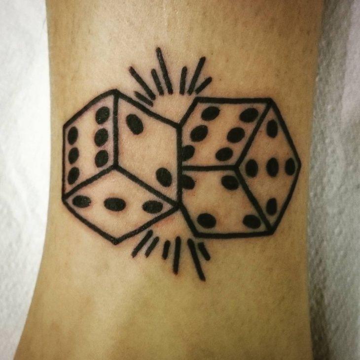 Simple-Dice-Tattoo-on-Wrist.jpg (730×730)
