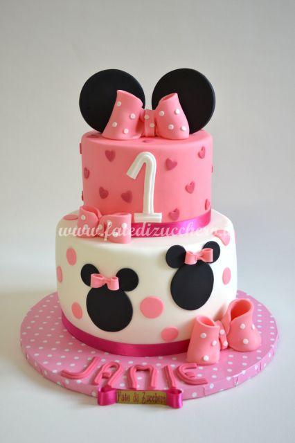 Torta Minnie per il Primo Compleanno: con orecchie e fiocchi. Interamente modellata a mano e personalizzata