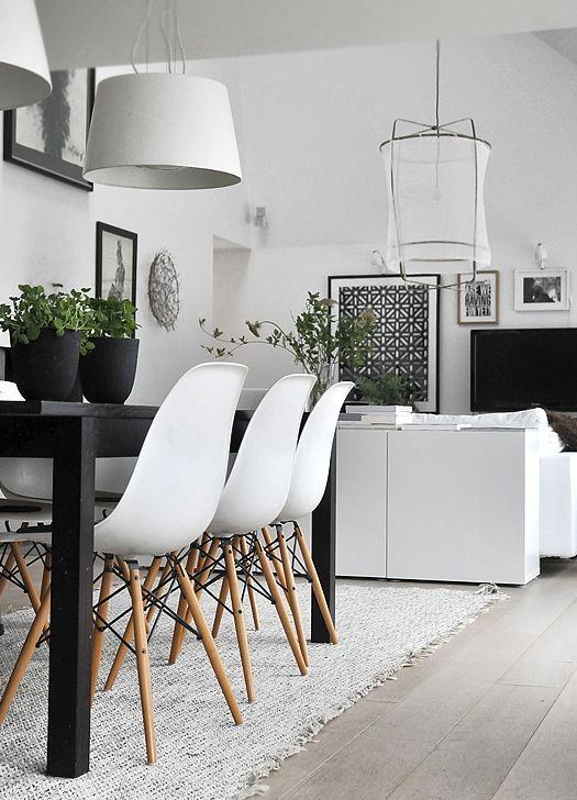 La chaise Eames défie le temps et les modes.   Créée à la fin des années 40 par Charles et Ray Eames, cette chaise révolutionne le design de...