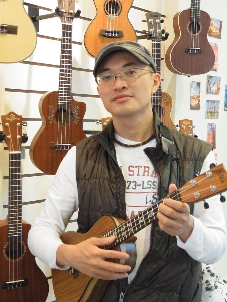 竹北-David ukulele 竹北推廣中心:「這是我要做一輩子的東西!」這是David陳建廷在卸下十年工程師職位後,一路在烏克麗麗推廣上未曾變動過的信念。