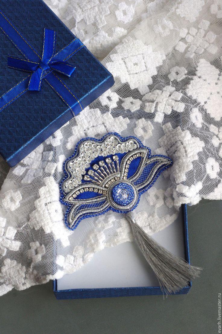 Купить брошь из бисера синий цветок - синий, серебряный, брошь ручной работы, брошь-цветок