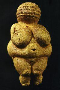 Hier zie je een van de overige uitingen van de boeren: kunst. Ze maakten deze moederbeeldjes omdat ze dachten dat ze zouden helpen bij de bevalling.