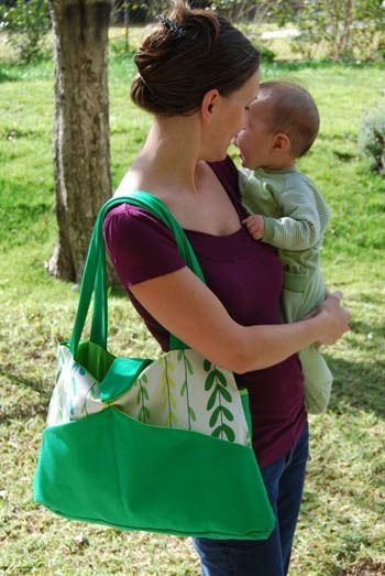 free diaper bag pattern: Shower Gifts, Diaper Bags, Free Diapers, Nappy Bags, Diapers Bags Patterns, Diapers Bags Tutorials, Diaper Bag Patterns, Baby Bags, Sewing Patterns