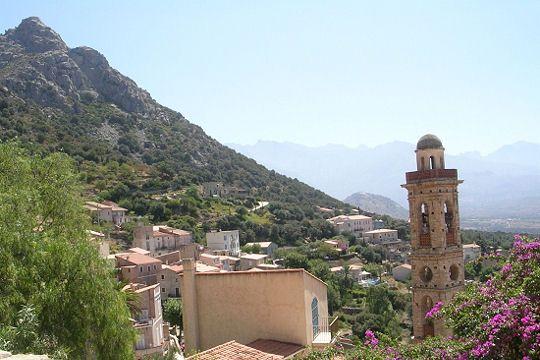 Lumio est un village célèbre : il a vu grandir l'actrice et mannequin Laëtitia Casta. Il est également très intéressant par la présence de sa grande église baroque et son belvédère qui ouvre une vue incomparable sur le golfe de Calvi.