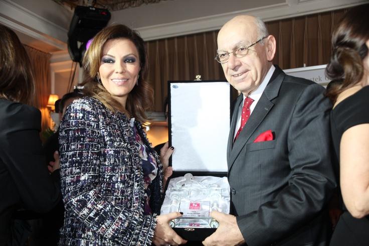 Feryal Gülman,Koruncuk Vakfı'na destek olmak adına Aşkı Memnu dizisinde bir bölüm yer aldı.