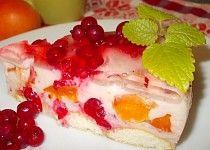 Smetanovo-tvarohový dort s rybízem a meruňkami