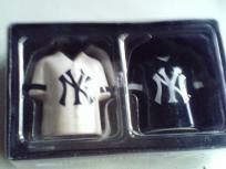 MLB NY Yankees Salt and Pepper Shaker Set NIB Free Shipping