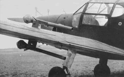 Panzerfausts mounted on the wings of what looks like an Me-108. Definitely a desperation weapon.
