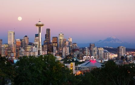Seattle | How about a hike, a picnic, or a walk a long the beach? Who else can't wait for spring to be in full swing?!