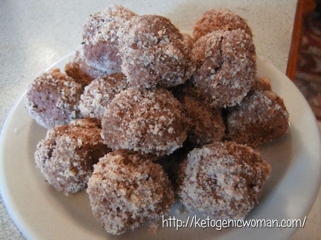Ketogenic Hazelnut Cheesecake Bites Shared on https://www.facebook.com/LowCarbZen | #LowCarb #Keto #Snack #Dessert