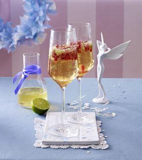 Unser beliebtes Rezept für Granatapfel-Prosecco-Cocktail mit Holunderblütensirup und Limettensaft und mehr als 55.000 weitere kostenlose Rezepte auf LECKER.de.