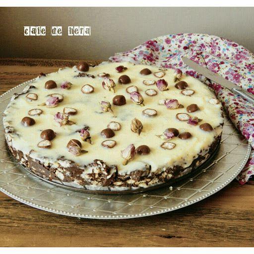 cafe de hera: Beyaz Çikolata Soslu Mozaik Pasta