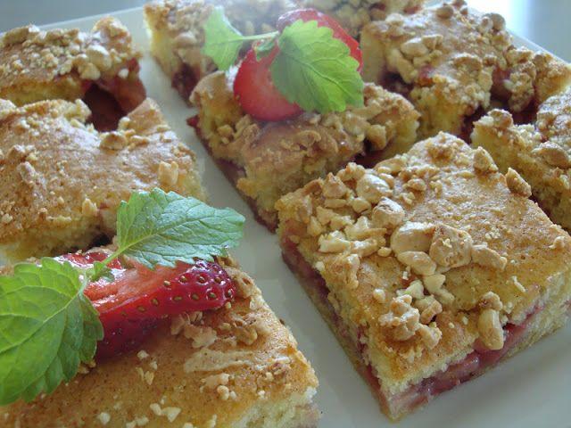 Kage med jordbær og hvid chokolade