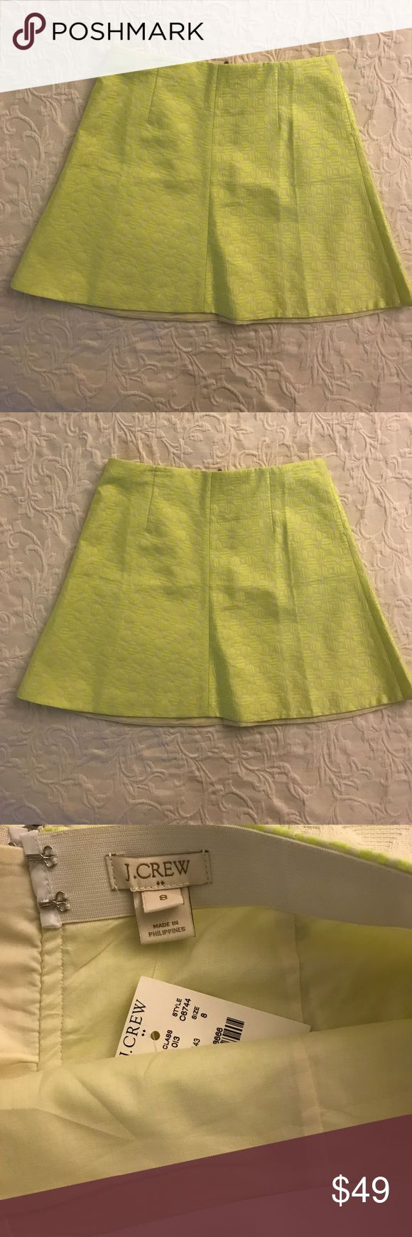 "NWT J.Crew women's neon yellow skirt size 8 NEW J.Crew women's neon yellow skirt . Size 8. 45% cotton, 38% polyester, 16% nylon. Lining 100% cotton. Measurements  Waist 31"" Length 17"" J.Crew Skirts Mini"