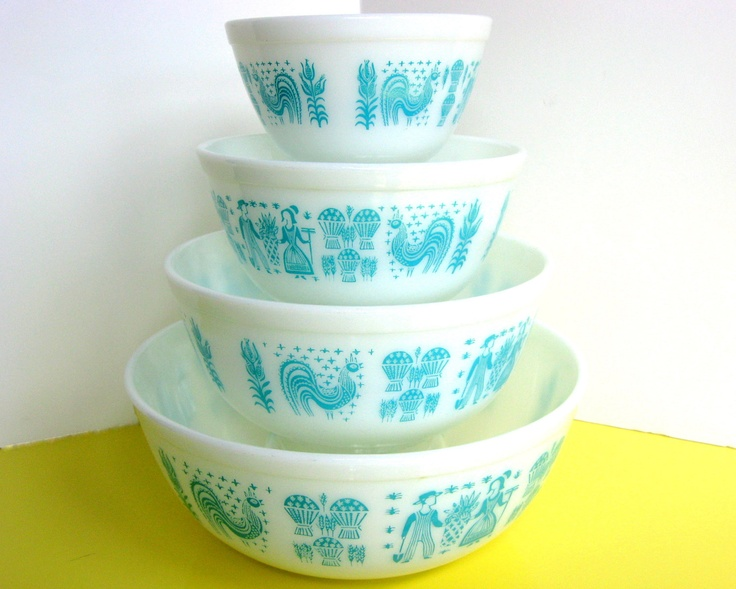 My grandmother gave me her set... except I need to hunt for the largest bowl, which I didn't know existed...: Vintage Pyrexmi, Vintage Kitschen, Vintage Kitchens, Mixed Bowls, Largest Bowls, Aqua Things, Smaller Bowls, White Vintage, Sweet Aqua