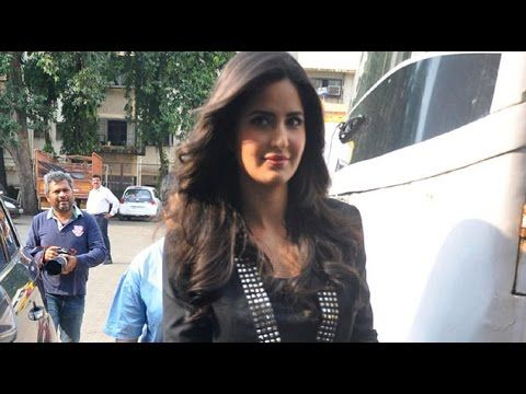unseen behind the sets of Katrina Kaif's movies - 1to1only News unseen behind the sets of Katrina Kaif's movies katrina kaif behind the scenes pictures katrina kaif rare and unseen pictures katrina kaif katrina kaif on the sets pictures kat struggling days - 1to1only News http://youtu.be/3L5Yb1uQysM