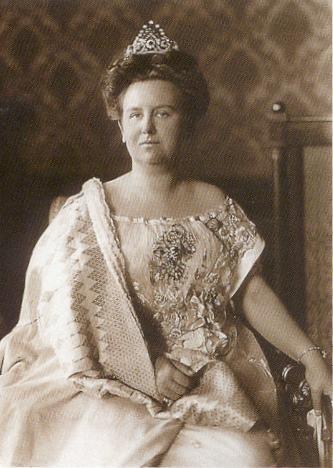 Queen Wilhelmina of the Netherlands, grandmother of Queen Beatrix and great-grandmother of Willem-Alexander.