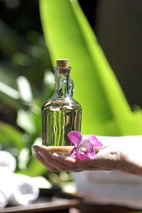Voici une page qui vous permettra de retrouver facilement toutes les fiches pratiques des huiles essentielles référencées sur le site. Toutes les huiles essentielles de A à Z, leurs vertus et bienfaits, leurs propriétés et des petits conseils d'utilisation pour votre bien être quotidien. Consultez aussi le chapitre Les huiles essentielles en bref, ou encore les précautions d'emploi des huiles essentielles. Vous pouvez consulter aussi l'index des huiles essentielles utiles en fonction des…