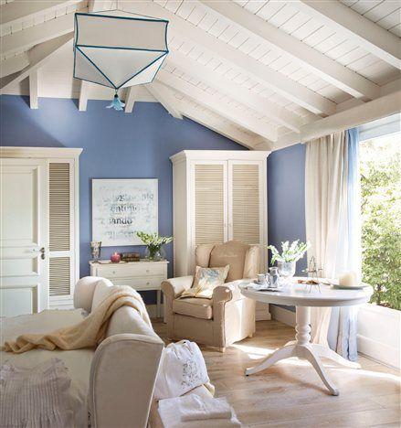 Dormitorio azul con mesa y butaca #beach #home #house