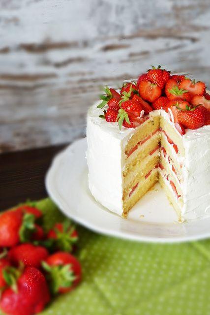 Vanilleböden kombiniert mit einer Creme aus Mascarpone und frischen Erdbeeren. …   – Torten