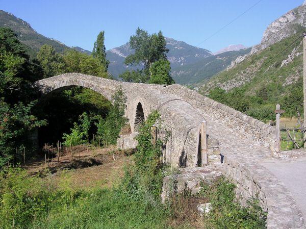 Pont du Coq (La Brigue, 13ème siècle) | Structurae