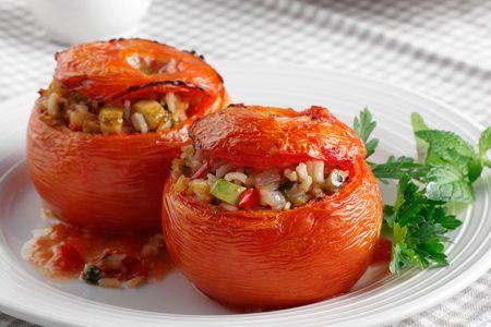 Ντομάτες+γεμιστές+με+ρύζι+και+τουρλού+λαχανικών