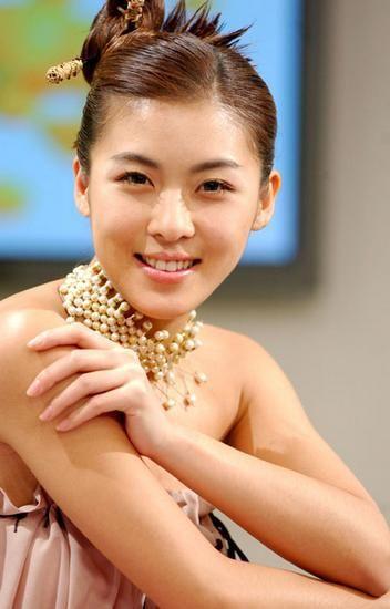 Korean Actress Ha Ji Won...love her hair!