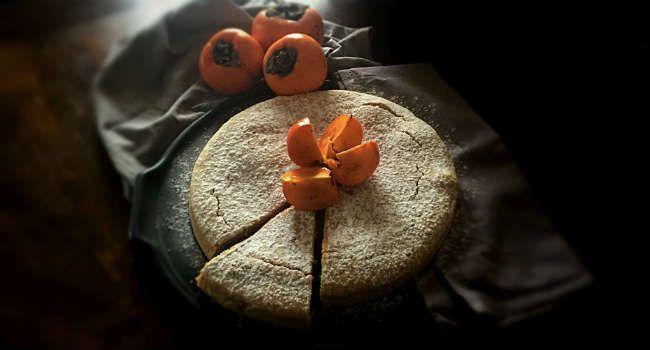 La torta ai cachi è una torta facilissima da preparare con un frutto maturo di stagione, a volte poco utilizzato, ma molto goloso.