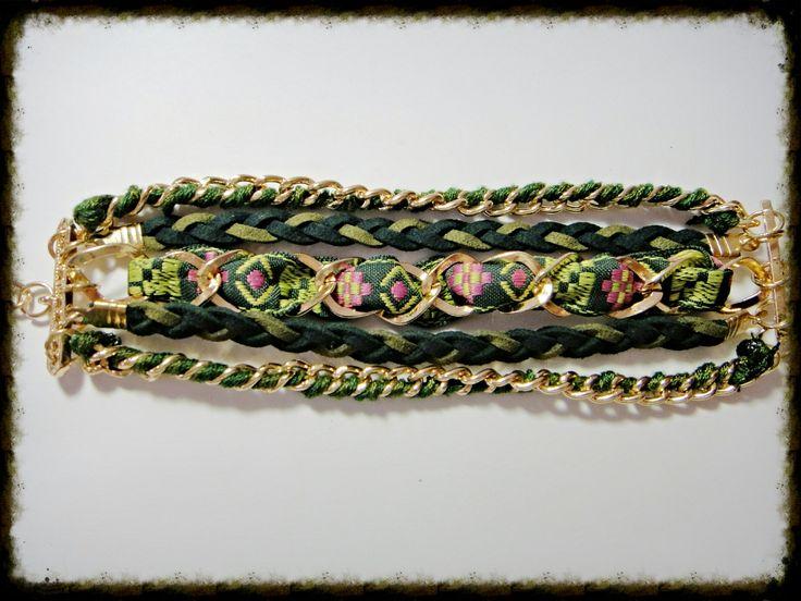 Pulsera verde con cadenas trenzadas