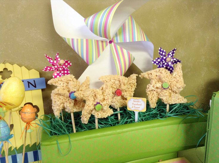 Easter table decorations - Whimsical Rice Krispie Easter Pinwheels!  Could also add pink bunny marshmallow peeps for extra cuteness