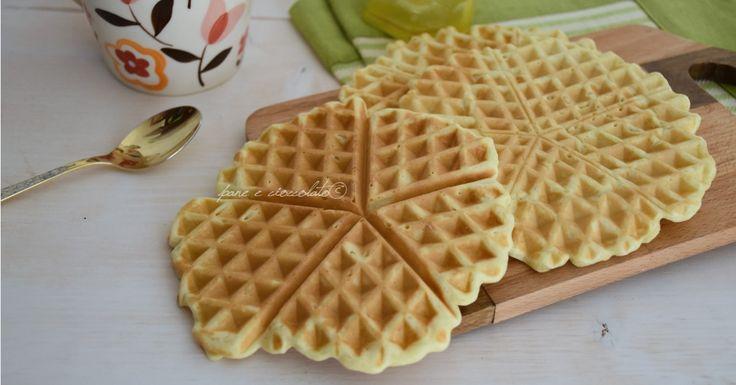 I Waffel croccanti con questa ricetta originale sono dei dolci da colazione rapidissimi da fare e vi ho dato la ricetta sia con che senza la piastra!