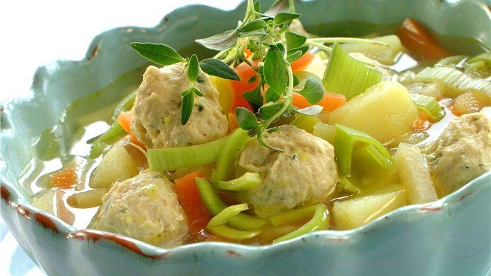 MatPrat - Grønnsaksuppe med fine kyllingboller