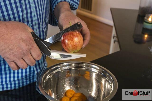 Make your kitchen preparation work easy with 2 in 1 smart cutter from #Greatstuff. Visit https://goo.gl/CbmKCN to shop now. #smartcutter #greatstuff