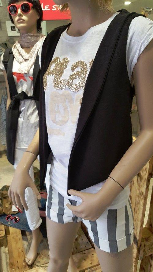 maglietta  modello mezza manica  colore bianco tg disponibili s-m-l-xl collezione primavera estate 2016 prezzo originale € 52.00 % di sconto -10 prezzo aquiloneshopping.it € 46.80 made in italy