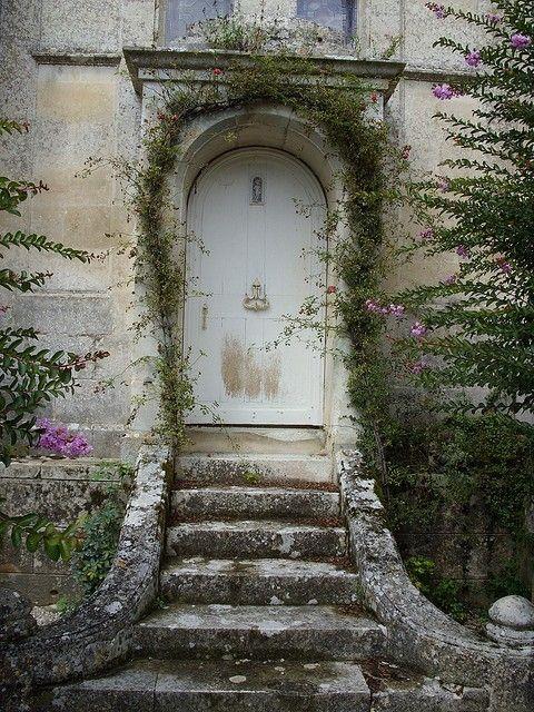 CHÂTEAU DE TERRE-NEUVE by LILIDEBRETAGNE on Flickr.. Fontenay-le-Comte, Vendée,  Pays de la Loire, France.,