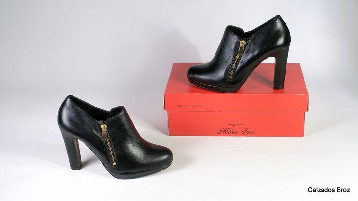Colección María Jaén. Zapato abotinado de piel con tacón e plataforma - Negro. (muller).