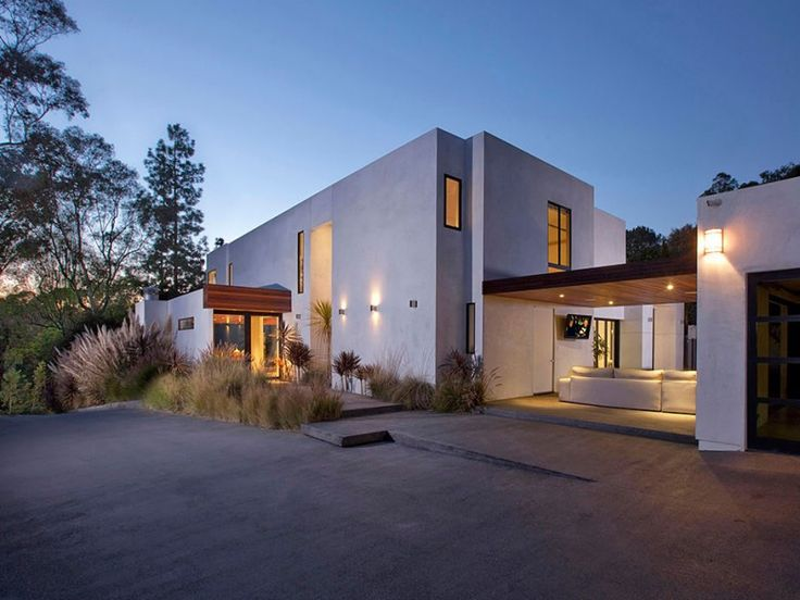 open plan contemporary home in beverly hills