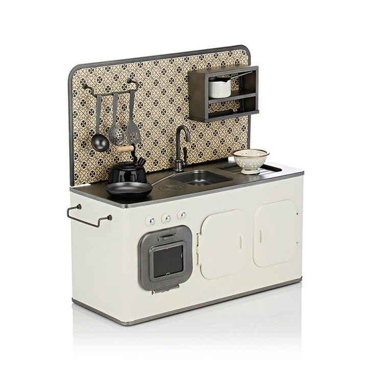 I would so much like to be a kid again!! Maileg metal retro kitchen off white