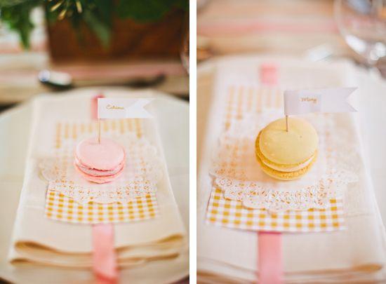 adorable place cards: Macaron Places, Bundt Cakes, Desserts, Macaroons Placecards, Macaron Placecards, Dinners Parties, Places Cards, Cut Outs, Cakes Placecard