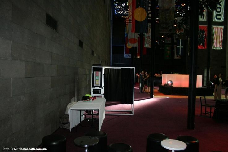 Hire cheap photo booth in melbourne for getting HD images