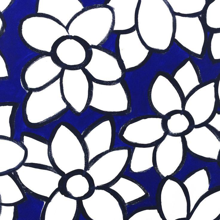 Particolare in bianco e blu con Fiori. Collezione privata di STRA-DE  STRATEGIC-DESIGN.